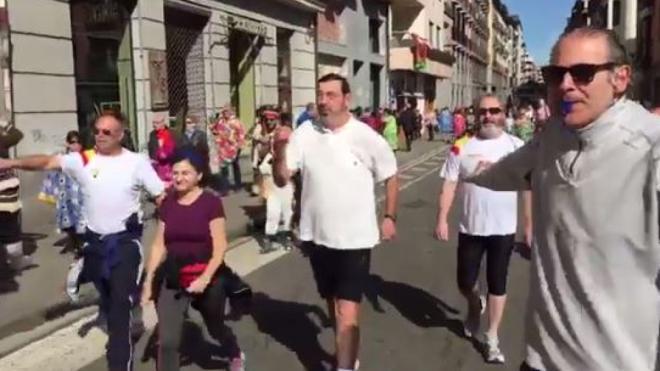 El genial disfraz de Rajoy corriendo que ha triunfado en los carnavales