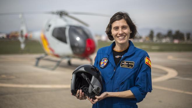 La primera 'mujer acróbata' de helicópteros está en Granada: «salvar vidas es indescriptible»