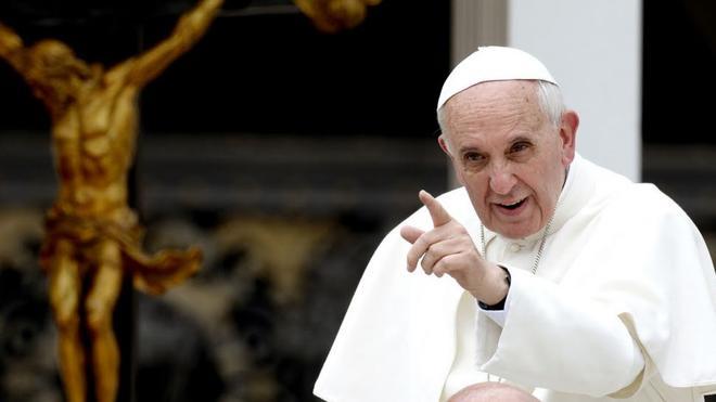 El Papa dona 100.000 euros a los pobres
