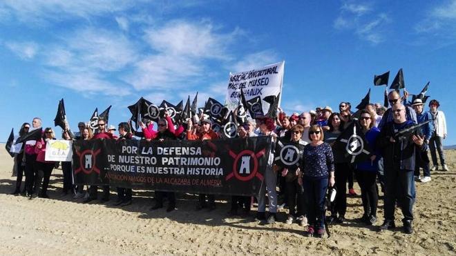 Amigos de la Alcazaba protesta por la destrucción parcial de los yacimientos de El Chuche