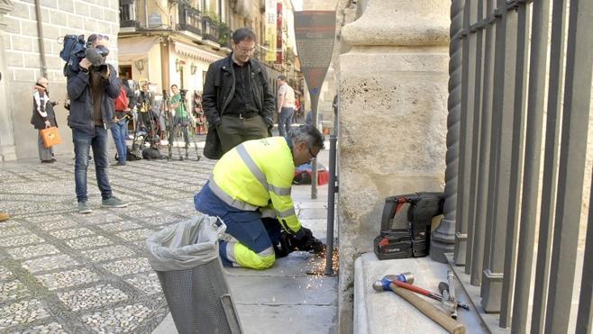 El Ayuntamiento de Granada retirará papeleras de edificios BIC