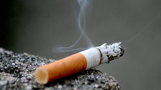 Un niño de 15 años apuñala a un hombre al discutir por un cigarrillo y amenaza de muerte a un sargento