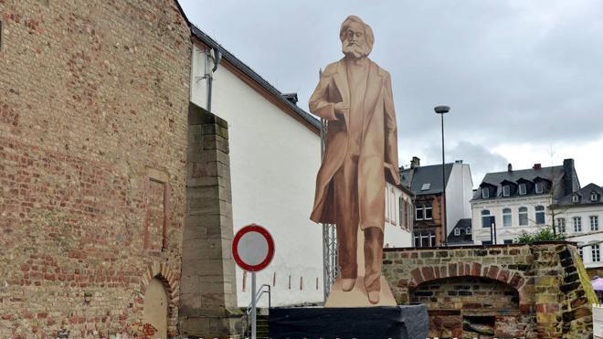 Marx (gigante) vuelve a casa