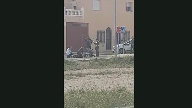 Un vídeo muestra cómo un guardia civil trata de reanimar al fallecido en Níjar