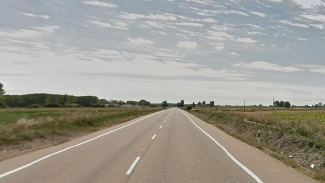 Tres muertos, entre ellos un niño, tras chocar un autobús del Imserso con un coche en Palencia