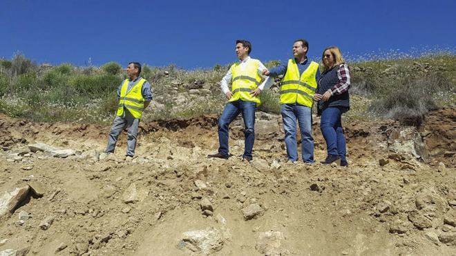 En marcha las obras de mejora de la carretera AL-6108, que lleva a la barriada de El Chive
