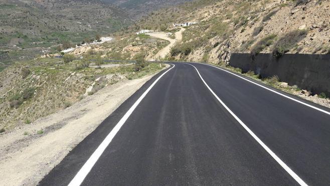 La carretera de Tices estrenará nuevo firme