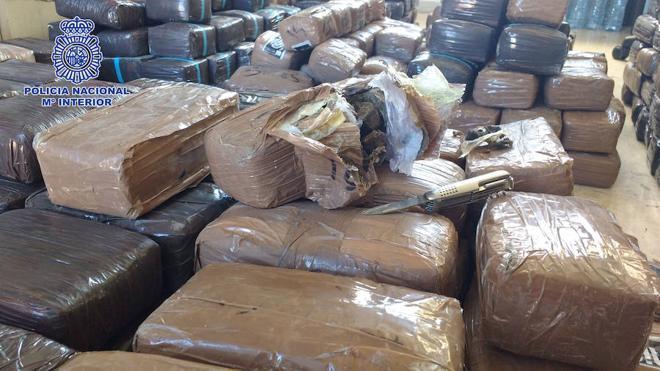 Cae una banda de 'narcos' que transportaba hachís a Almería en ruedas de camiones