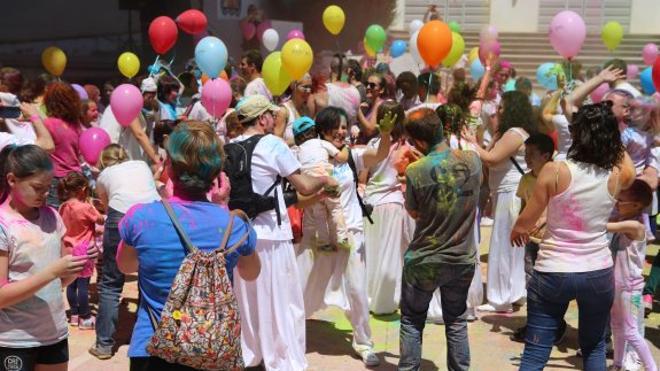 El Festival Holi llena de color la Alameda