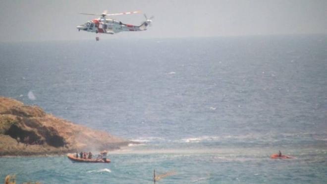 """Los seis inmigrantes rescatados en Carboneras llevaban """"muchos días a la deriva sin alimentos"""""""