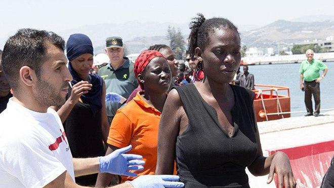 Llegan al puerto de Motril 92 inmigrantes rescatados en el mar de Alborán